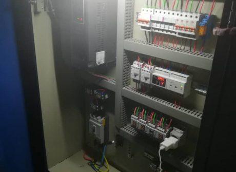 طراحی و اجرای سیستم کنترل فشار و کنترل دور همزمان چند دستگاه الکتروپمپ ایستگاه های پمپاژ شرکت آب و فاضلاب روستایی استان کرمان
